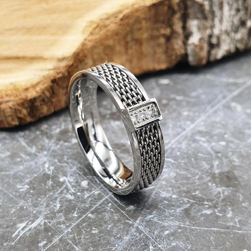 Кольцо из глянцевой медицинской стали с циркониями Кольчуга