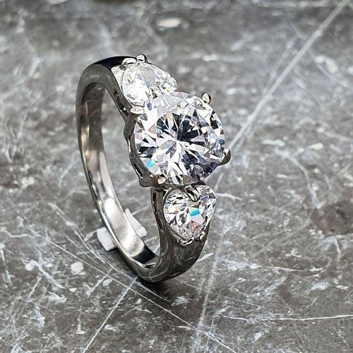 Кольцо для предложения руки и сердца с циркониями Лакшми