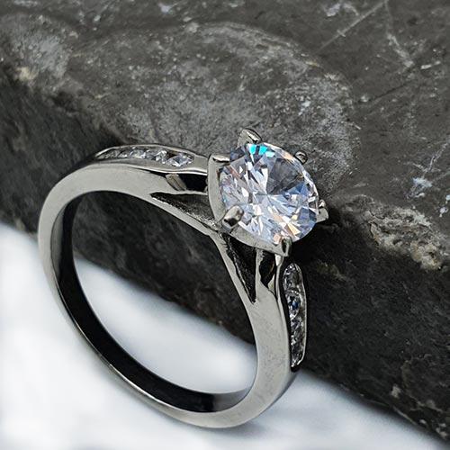 Красивое кольцо на помолвку из медицинской стали Ирина