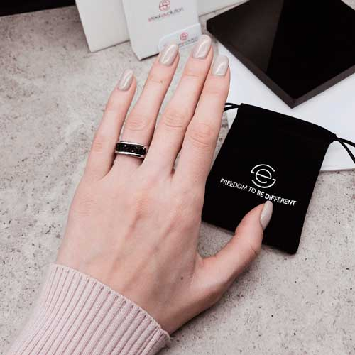 Кольцо женское с черными кристаллами Swarovski