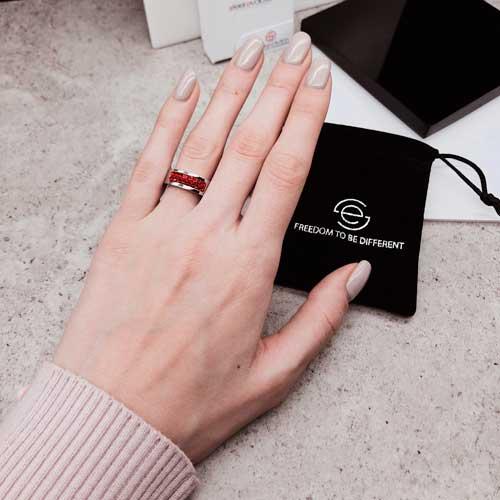 Кольцо женское с красными кристаллами Swarovski