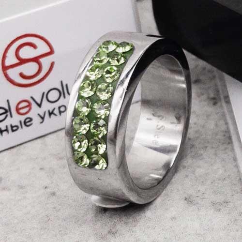 Кольцо женское со светло-зелеными кристаллами Swarovski