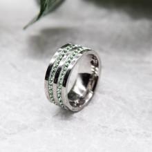Женское кольцо Swarovski с циркониями светло-зеленого цвета