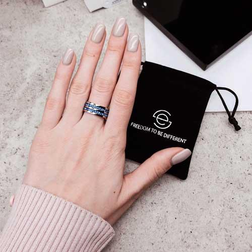 Женское кольцо Swarovski с циркониями синего цвета