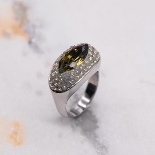 Женское кольцо с кристаллами Swarovski светло-зеленого цвета