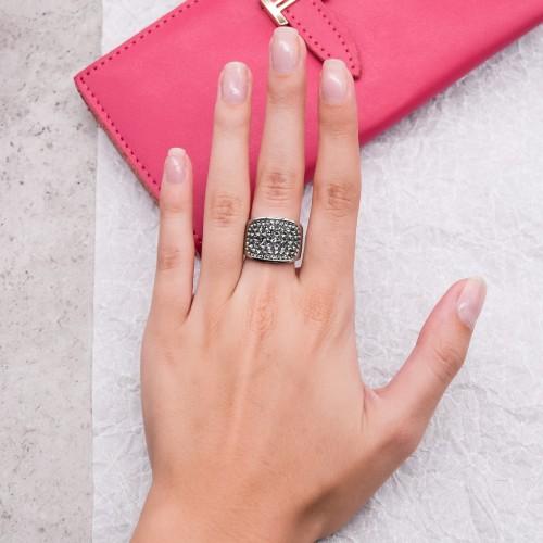 Женское кольцо с кристаллами Swarovski темно-серого цвета