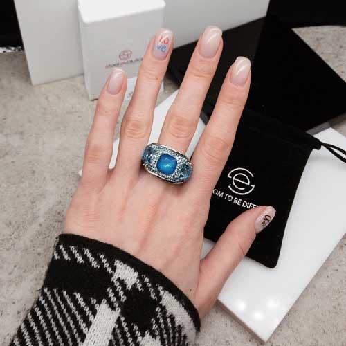 Женское кольцо с синими кристаллами Swarovski