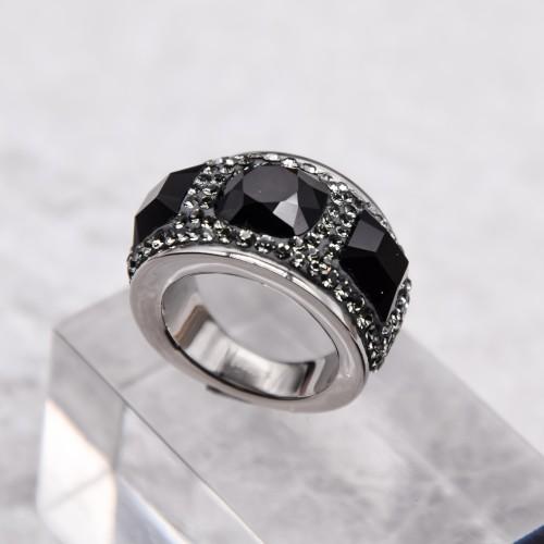 Женское кольцо с темно-серыми кристаллами Swarovski