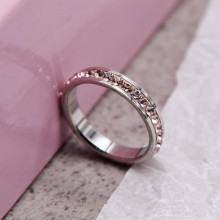 Стальное кольцо со светло-розовыми кристаллами Swarovski