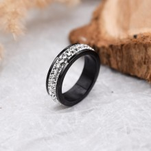 Женское черное кольцо с тремя рядами белых кристаллов Swarovski
