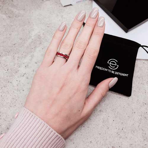 Женское кольцо Swarovski с кристаллами красного цвета