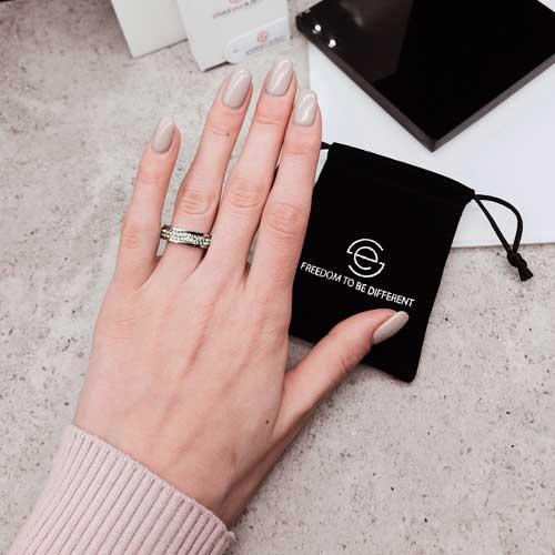 Женское кольцо Swarovski с кристаллами светло-зеленого цвета