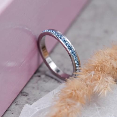 Женское тонкое кольцо с голубыми кристаллами Swarovski
