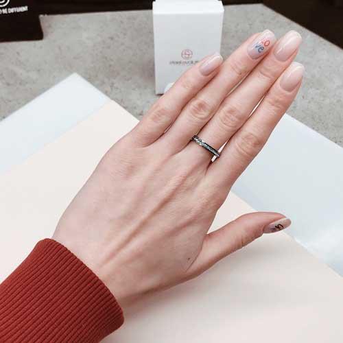 Женское тонкое кольцо с серыми кристаллами Swarovski