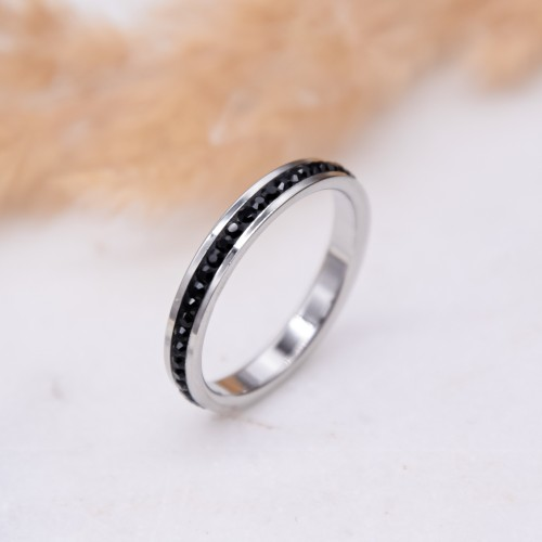 Женское тонкое кольцо с черными кристаллами Swarovski