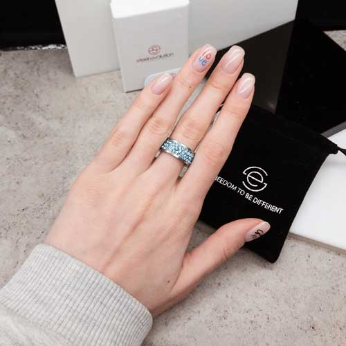 Женское кольцо с голубыми кристаллами Swarovski