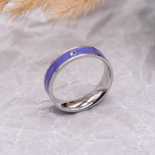Женское кольцо с сиреневой эмалью и кристаллом