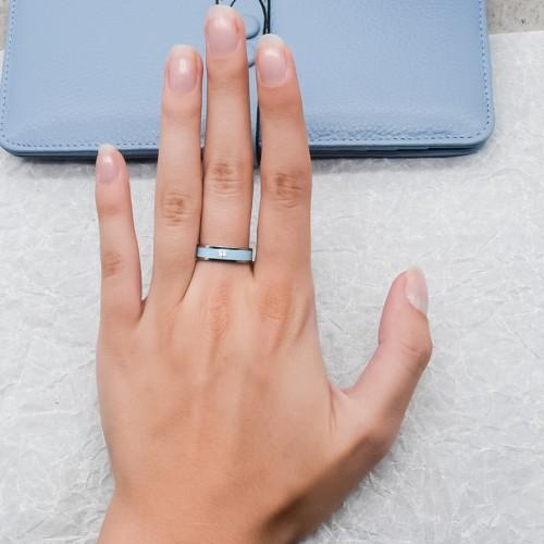 Женское кольцо с голубой эмалью и кристаллом