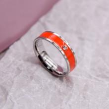Женское кольцо с кораловой эмалью и кристаллом