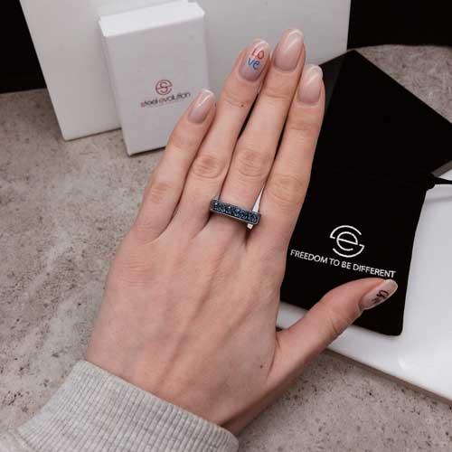 Необычное женское кольцо с кристаллами Swarovski темно-синего цвета