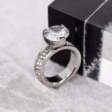 Помолвочное кольцо с кристаллами Swarovski