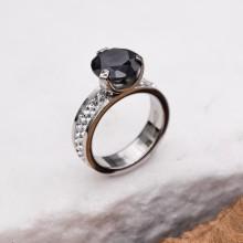 Женское кольцо Swarovski Crystal с черным камнем и белыми циркониями