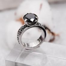 Женское кольцо Swarovski Crystal с черным камнем и серыми циркониями