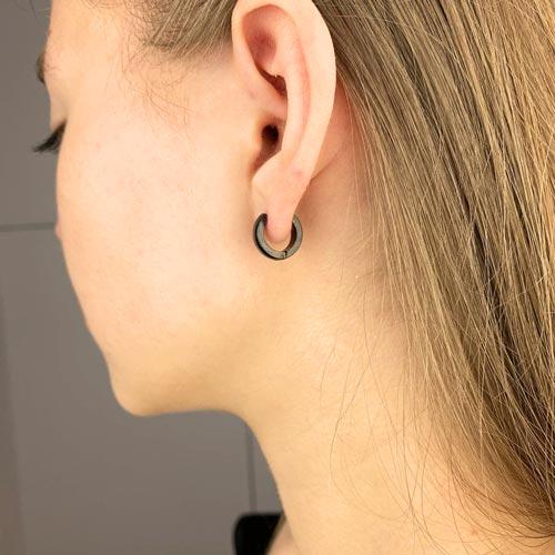 Серьги-кольца черные унисекс из гипоаллергенной стали округлые 4 мм