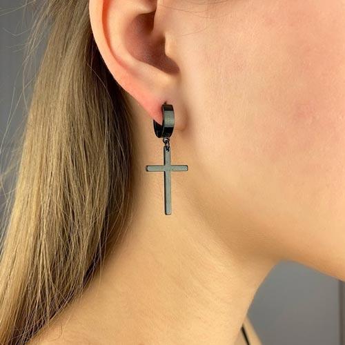 Стальные сережки с подвесками Черные кресты