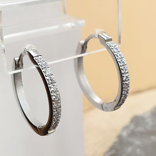Стальные серьги-кольца из медицинской стали 11 камней 2 мм