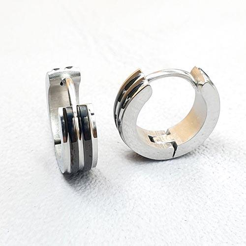 Стальные серьги-кольца с черными вставками