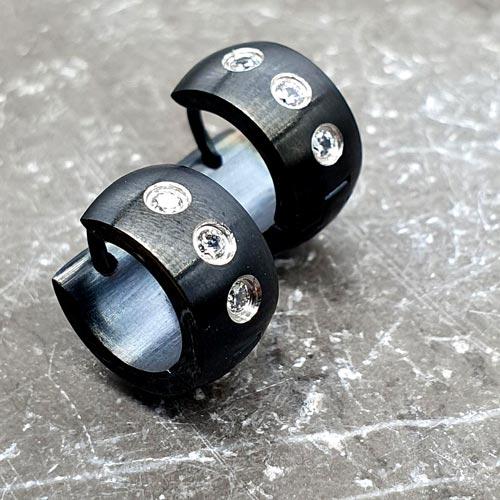 Сережки хирургическая сталь черные матовые Три циркония
