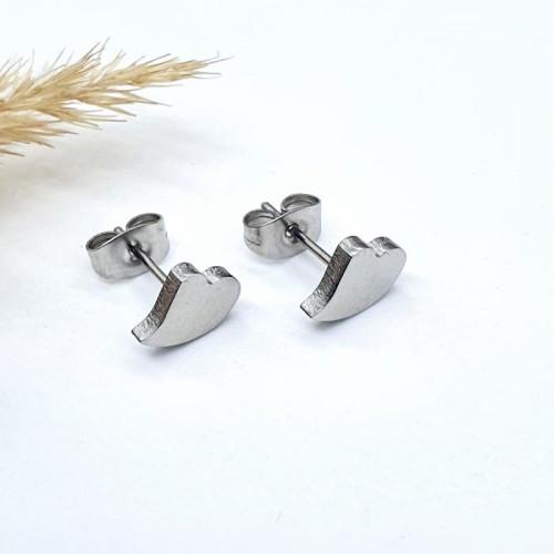 Сережки-гвоздики из хирургической стали в виде сердечка