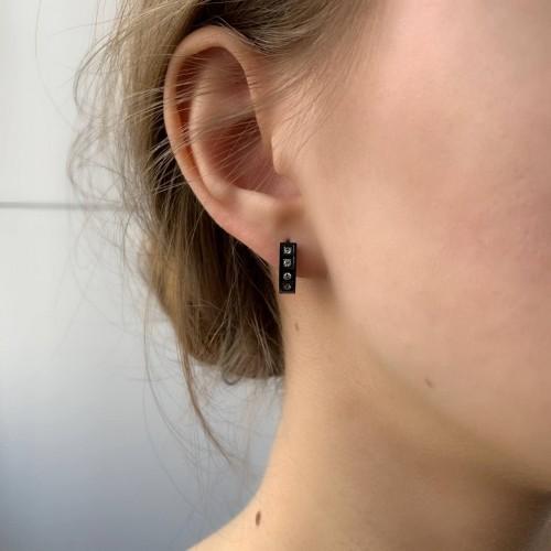 Черные серьги конго стальные с циркониями