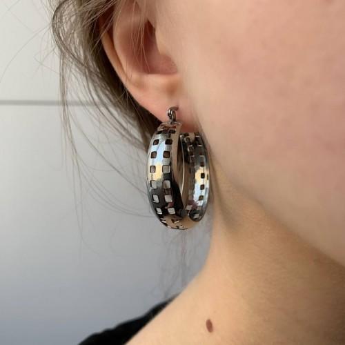 Перфорированные серьги-кольца в уши из медицинской стали