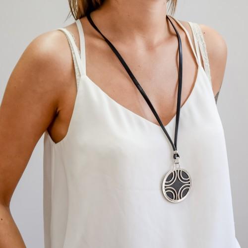 Колье из экокожи Лисса черно-белое женское бижутерия