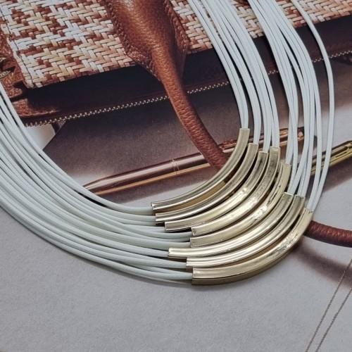 Колье из текстильных шнуров белого цвета