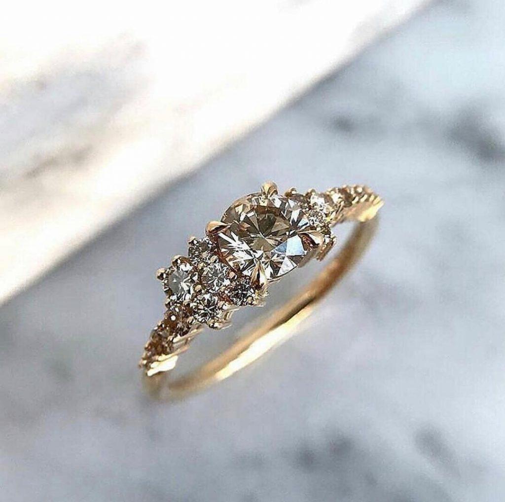 Помолвочное кольцо для девушки