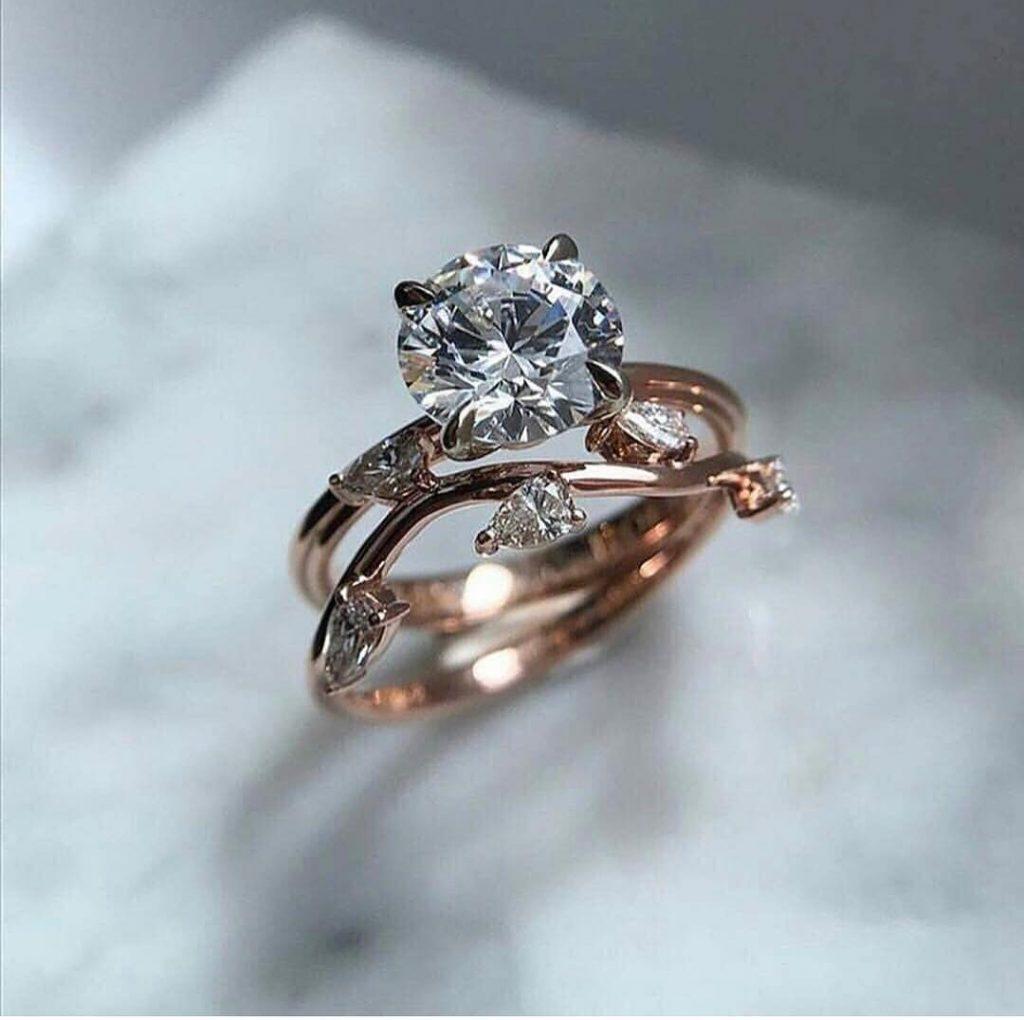 Кольцо для помолвки с круглым камнем