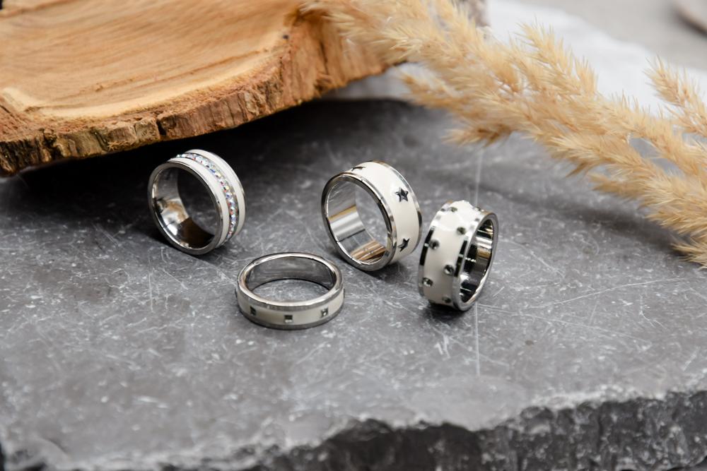 Кольцо с кристаллами Сваровски белая эмаль